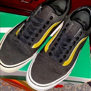 Vans Black and Gold Lowtop